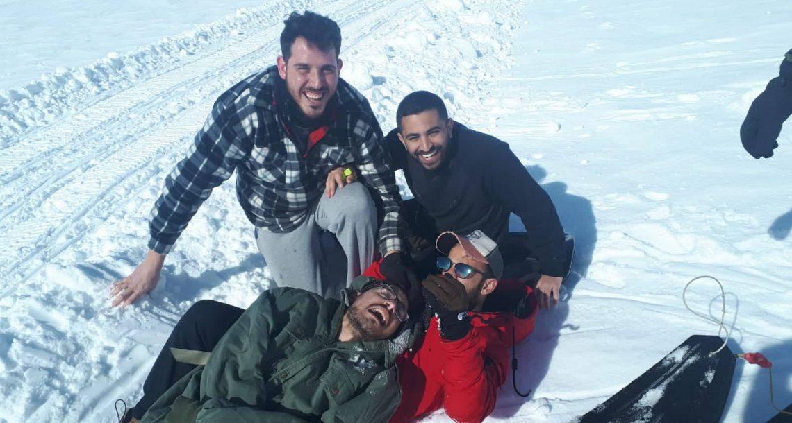 החברים של בוכריס: הצעירים שחולקים דירת רווקים עם חבר שחלה בALS