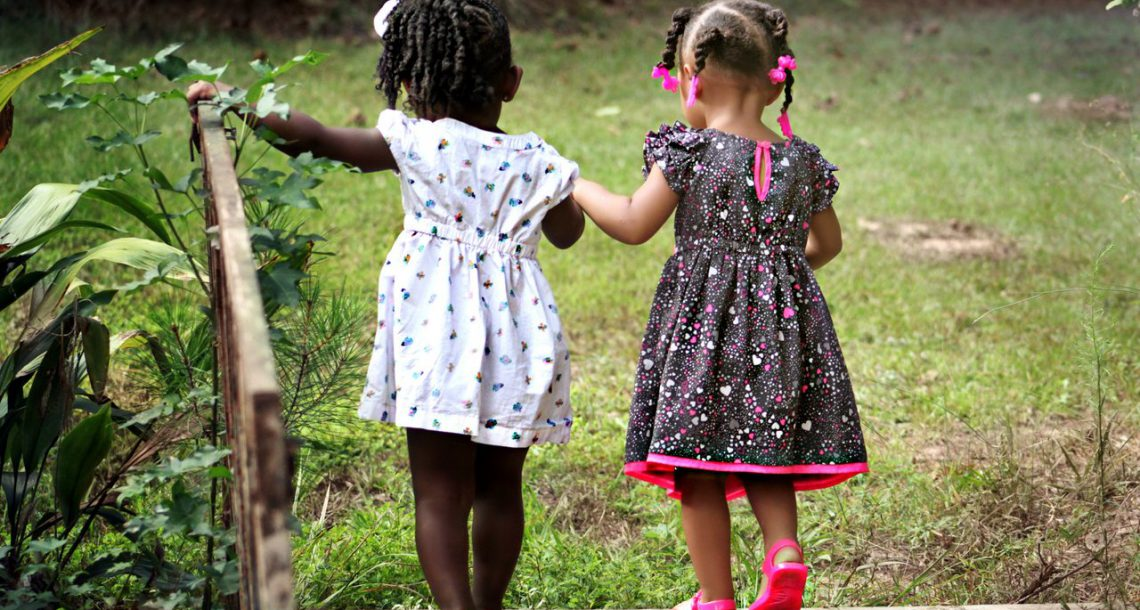 איך מתייחס בית הדין הרבני לגיור ילדים מאומצים?