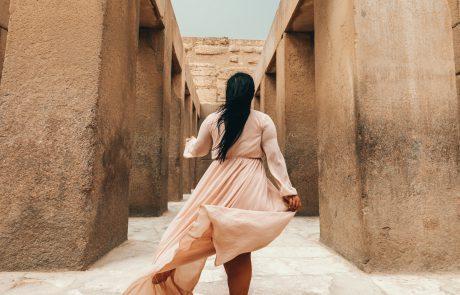בין המשכן לאישה עם שמלה